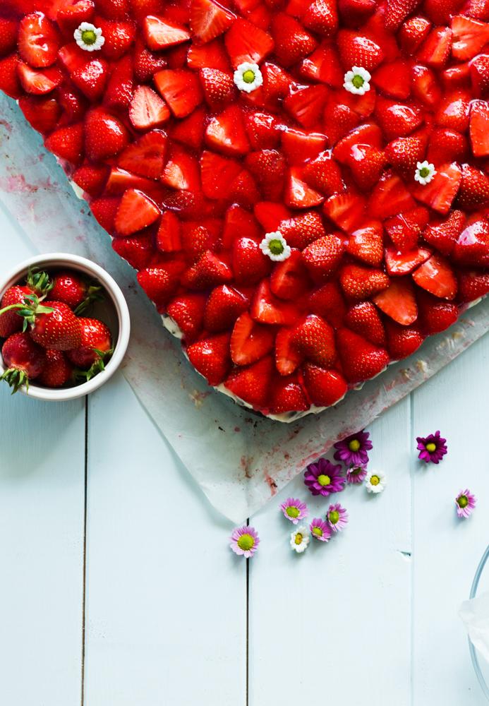 Erdbeer-Brownie-Schnitten