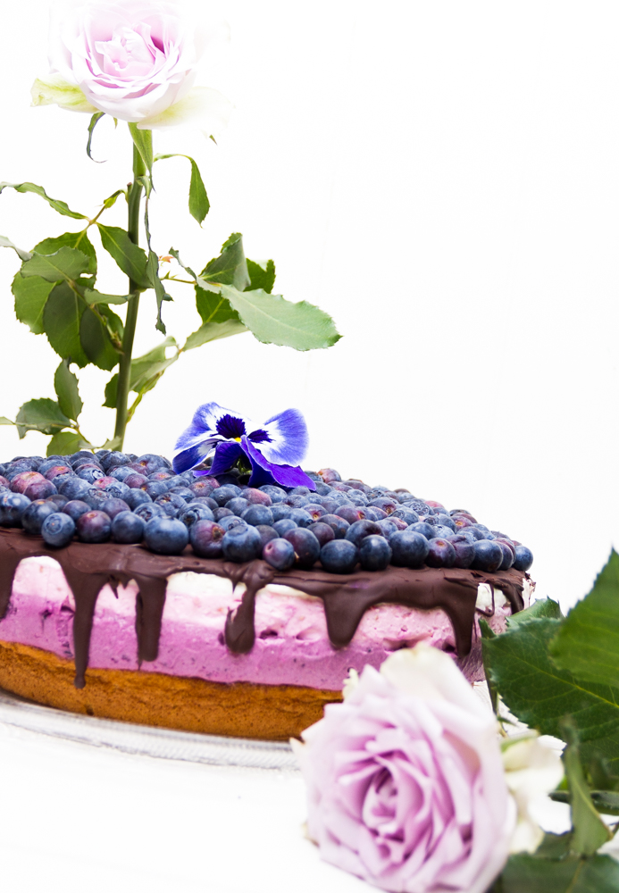 Blaubeer-Himbeer-Joghurt-Torte