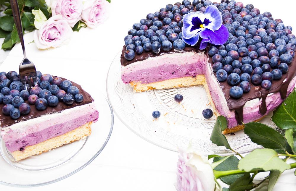 Blaubeer Himbeer Joghurt Torte Puderzuckerliebe
